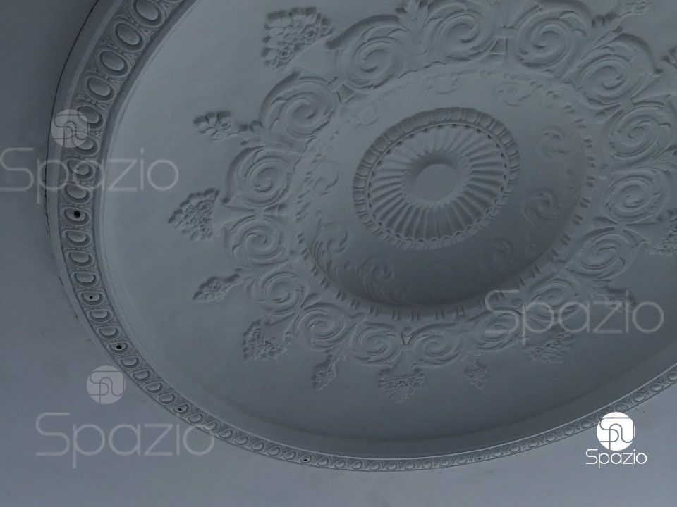 Finished ceiling decoration made using artistic molding